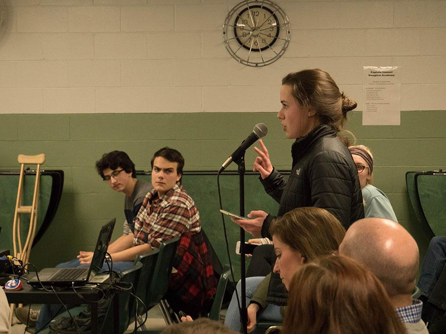 Eleanor Quarles '18 voices her opinion on start time to the committee.