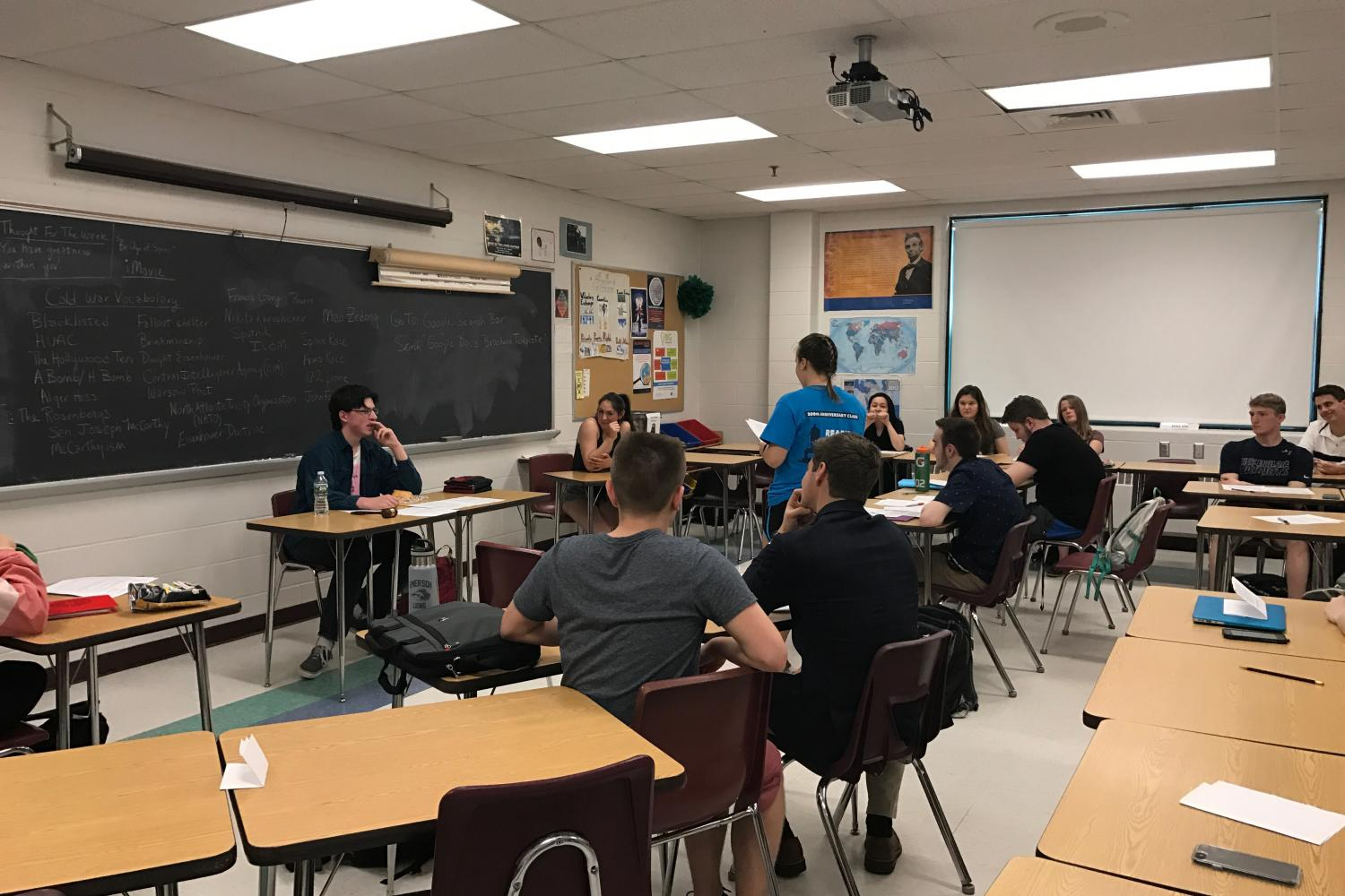 HB+Legal+Studies+students+gather+together+for+a+mock+trial.+The+fourth+period+class+is+taught+by+Mrs.+Kirby.