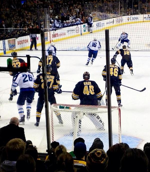 The+Bruins+playing+the+Winnipeg+Jets+last+season