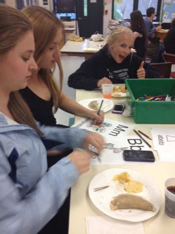 Students in the Class of 2016 coloring at the annual Empanada Night.