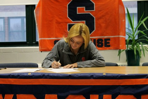 Sydney Brackett '16 officially commits to DI Syracuse and their soccer program.
