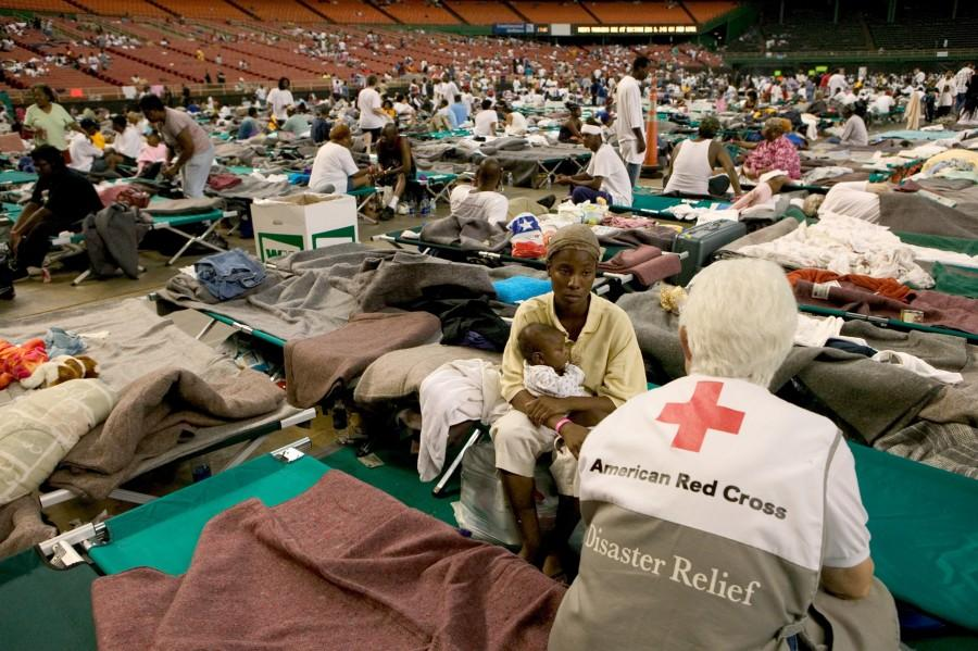 Red+Cross+volunteers+assist+victims+of+New+Orleans%27+hurricane+Katrina+in+2005.+