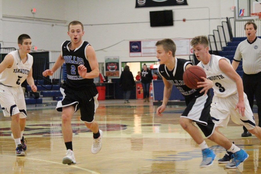 Evan Simonds (#3) will be a key piece in the starting five this year, manning one of the two guard positions.