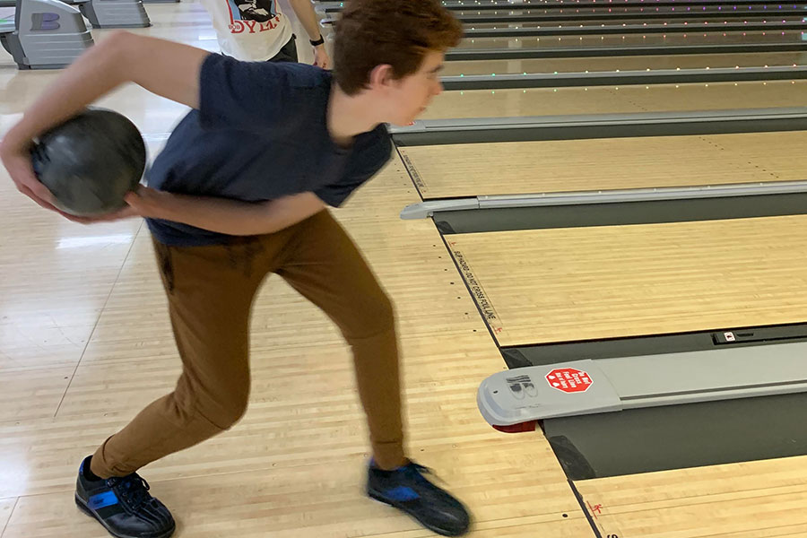 Varsity+Bowler+Tim+Leclerc+%E2%80%9821+winds+up+his+shot+at+the+last+practice+before+the+championship.+The+scores+players+achieve+during+practice+help+determine+their+standings+on+the+team%2C+with+only+the+top+eight+bowlers+qualifying+for+varsity.+%E2%80%9CI%E2%80%99d+say+as+a+team%2C+we+do+really+well+under+pressure%2C%E2%80%9D+said+Leclerc.%0A